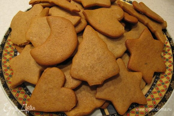 При желании готовое печенье можно украсить глазурью.