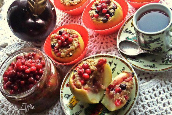 Такие яблочки можно заполнить с вечера, а утром запечь и подать как тёплый завтрак!