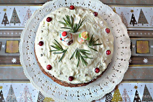 Ну а дальше, можете украсить торт по своему вкусу.