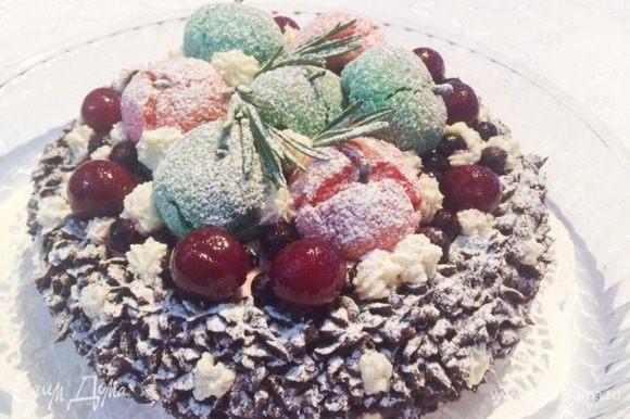 """Затем подумала, ну раз зима, то """"снежка"""" на торте не хватает."""