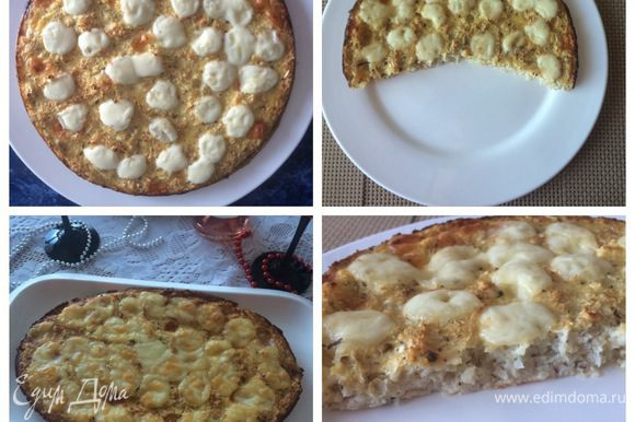 Отправляем в разогретую духовку до 190°C и выпекаем минут 25, следим за духовкой. По истечении времени, выкладываем на пиццы оставшийся сыр моцарелла и выпекаем еще 5 минут. Вынимаем из духовки, немного остужаем и подаем к столу.