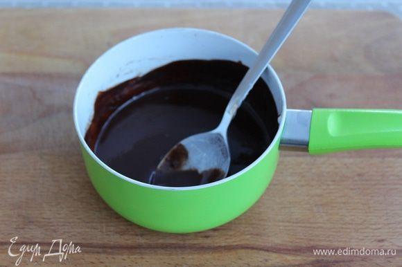 Приготовить ганаш. Шоколад растопить со сливками.