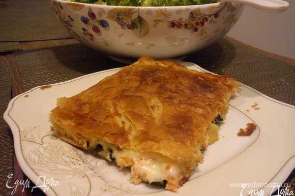 Пирог с семгой и шпинатом http://www.edimdoma.ru/retsepty/52571-pirog-s-semgoy-i-shpinatom