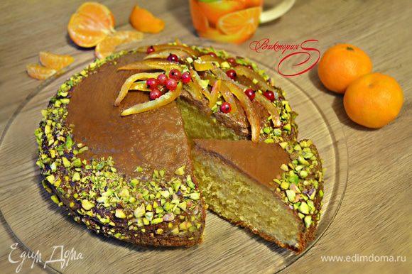 Наш вкусный и ароматный пирог готов! Угощайтесь, приятного вам аппетита!