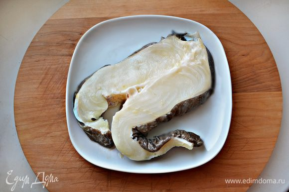 Рыбное филе промойте, посолите и отварите на пару около 30 минут (возможно, меньше, в зависимости от сорта рыбы).