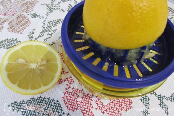 Лимонный сок, уксус, соль добавить к общей массе.