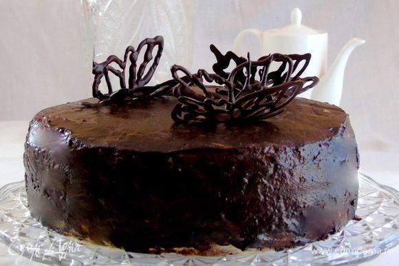 Снимаем шоколадных бабочек и украшаем торт!!!