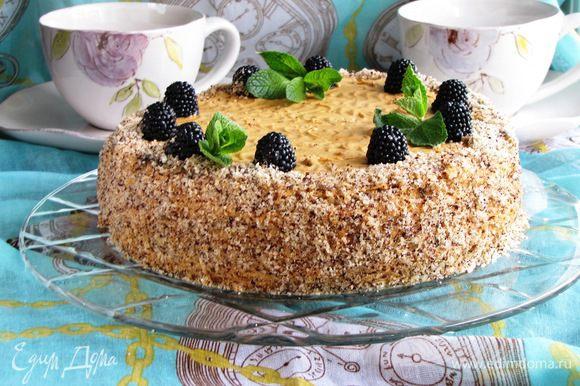 Затем торт можно украсить по вашему желанию и вкусу)