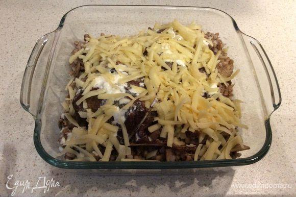 Добавляем сыр и убираем еще на 10 минут в духовку (я жарила не до корочки, чтобы блюдо было нежнее; на фото сыр только выложен). Приятного аппетита!)