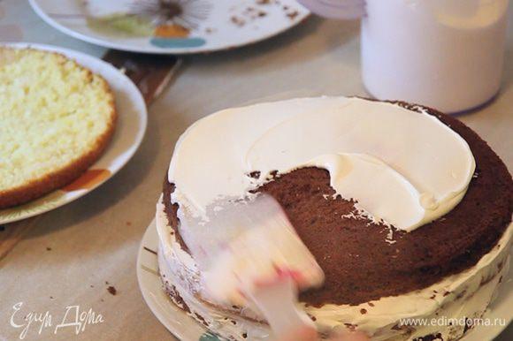 Последовательно собираем весь торт.