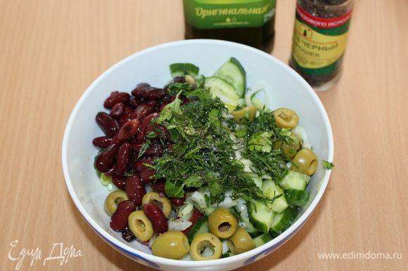 Приправьте соком лимона, оливковым маслом, перцем и солью. Посыпьте рубленой петрушкой.