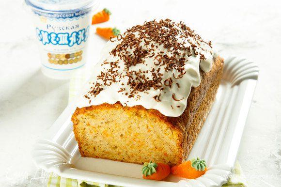 Нанести крем на полностью остывший кекс. По желанию посыпать шоколадной стружкой. Приятного аппетита!
