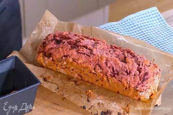 Выпекать пирог в разогретой духовке 30 минут.
