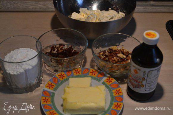 Сливочный сыр должен быть холодный, а сливочное масло комнатной температуры.