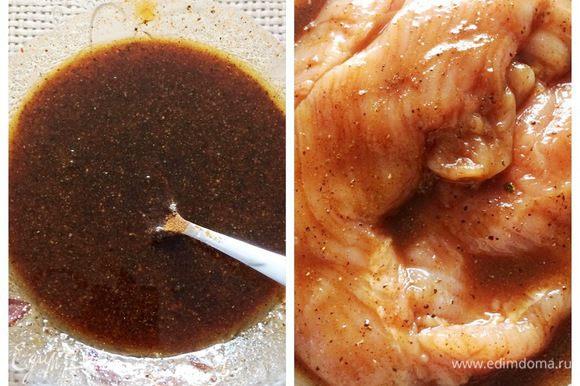 Второй этап, готовим глазурь: соединяем мед, соевый соус, подсолнечное масло, паприку и молотый перец. Мясо достаем из маринада, промываем под холодной водой, промокаем бумажными салфетками и тщательно обмазываем глазурью. Отправляем опять в холодильник минимум часов на 5-6, можно на ночь, как получится по времени.