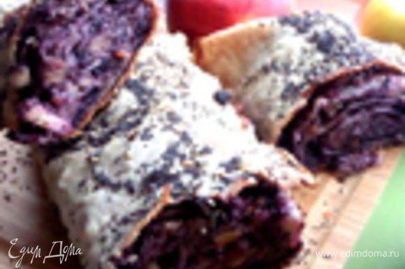 Как вариант можно завернуть в лаваш и черничный джем с орехами и яблоками, рецепт тут: http://www.edimdoma.ru/retsepty/65168-shtrudel-iz-lavasha-postnyy