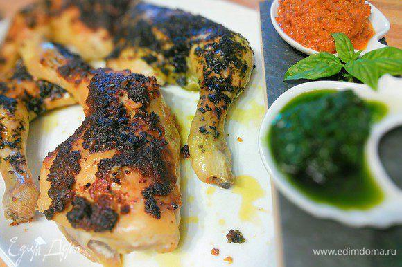 Каждым из этих соусов можно обильно смазать куриные ножки, посыпать сухарной крошкой и запечь. Вкусно!