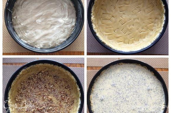 Подготовим разъемную форму для выпекания (26 см), застелив дно пекарской бумагой и смазав всю форму сливочным маслом. Распределяем тесто равномерно по дну и бортикам формы. На дно я положила рубленные орехи (можно опустить этот шаг, если вы не любитель орехов). Выкладываем начинку на тесто, разравниваем и отправляем выпекаться пирог в разогретую до 180°C минут на 60-70 (ориентируемся на свою духовку).