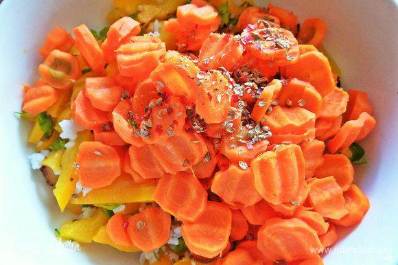Высыпать морковь с кориандром к перцам.