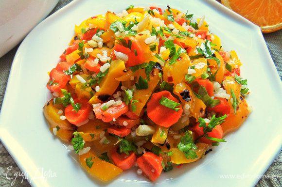 Оформляем салат горкой на тарелке.