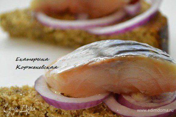 Перед подачей полить ароматным маслом. Подавать с отварным картофелем и лучком. Приятного аппетита!