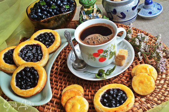 Также с таким тестом получается вкусное песочное печенье с черничным центром: http://www.edimdoma.ru/retsepty/81257-pesochniki-s-chernikoy