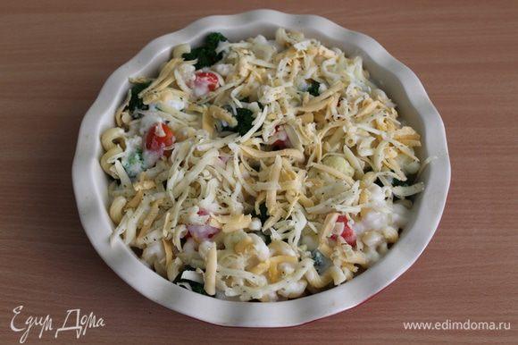 Посыпать тертым сыром. Запекать в духовке при 170°С 30 — 35 минут.