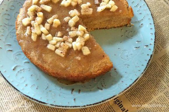 Остывший пирог можно слегка подогреть в микроволновке. Приятного аппетита!