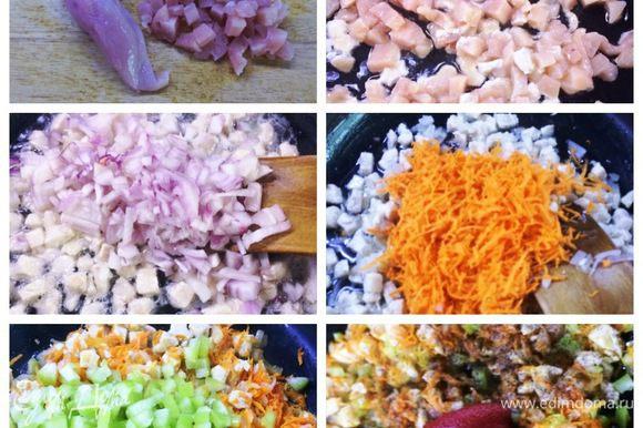 Для начинки тщательно промываем мясо, промокаем салфетками. Режем кубиком и отправляем обжариваться на масле в сковородку. Чистим овощи и так же поэтапно добавляем к мясу. Лук немного обжариваем, морковь, болгарский перец. Тушим под крышкой. Добавляем томатную пасту, солим, перчим по вкусу.