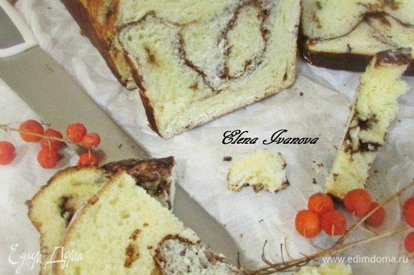 Готовый хлеб извлечь из духовки. Остудить на решетке.