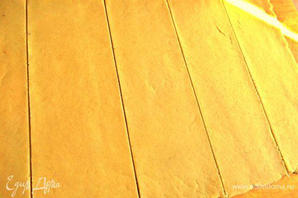 Прямоугольник разделить на широкие ленты. Сколько лент, столько и пирожков выйдет.
