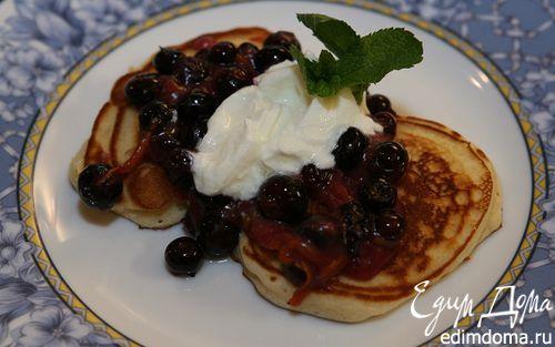 Рецепт Сладкие оладушки с ягодами и йогуртом