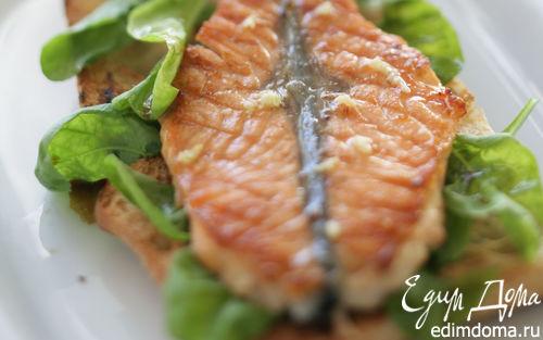 Рецепт Маринованная семга на гриле с хлебом и салатом
