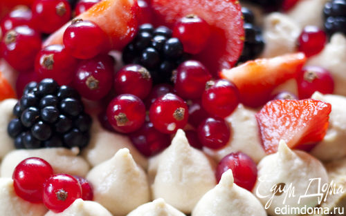 Рецепт Легкий пирог с маскарпоне и ягодами