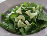 Салат из шпината и мяты с лимоном