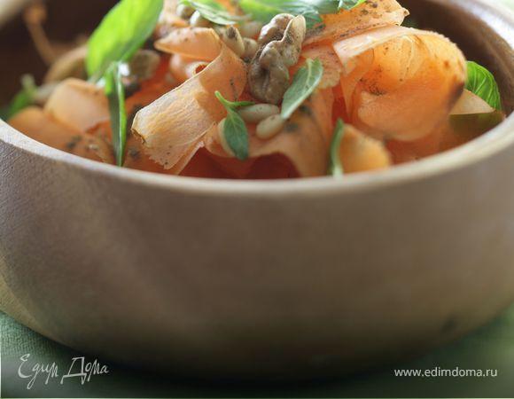 Сладкий салат из моркови с орехами