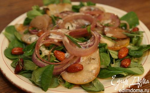 Рецепт Салат из груш с карамелизированным луком и миндалем
