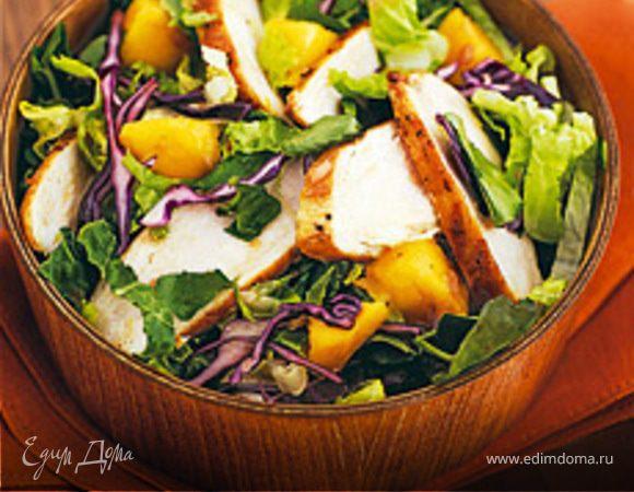 Куриный салат со сливами