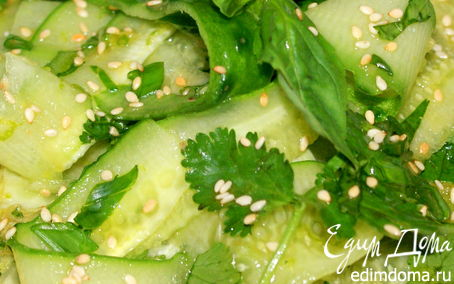 Рецепт Японский огуречный салат с имбирем, кориандром ..
