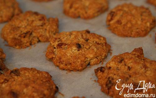 Рецепт Овсяное печенье с изюмом и грецкими орехами