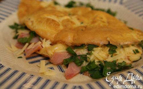 Рецепт Омлет с копченой ветчиной, сыром и свежей зеленью