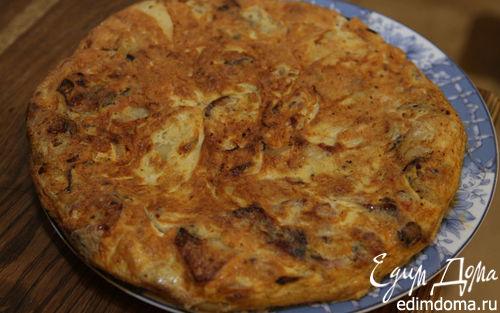 Рецепт Тортилья с колбасками, картошкой и луком