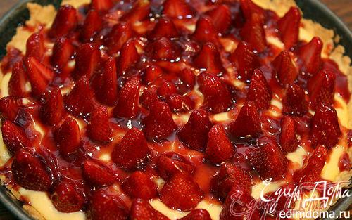 Рецепт Клубничный торт с ванильным кремом