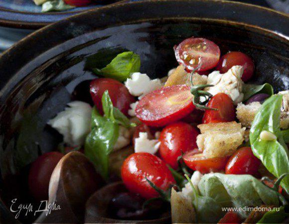 Салат Панцанелла со свежими помидорами и шоколадом