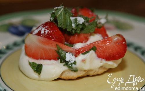 Рецепт Пирожное с клубникой, маскарпоне и мятой
