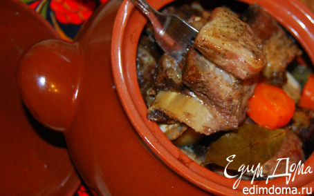 Рецепт Жаркое из говяжьих ребрышек в горшочке