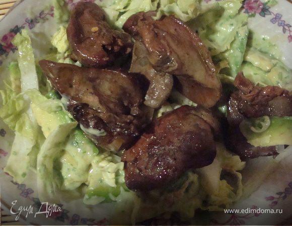 теплый куриный салат с куриной печеночкой