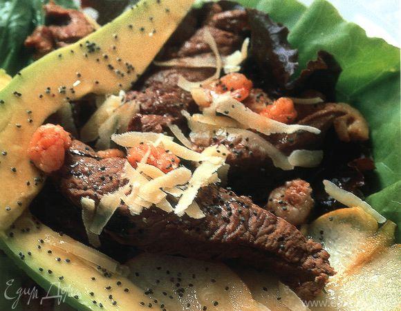 Салат из страусового мяса с авокадо