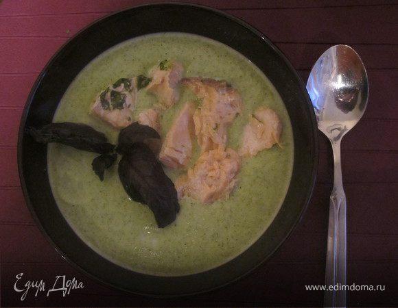 Суп-пюре из броколи, семги и руколы