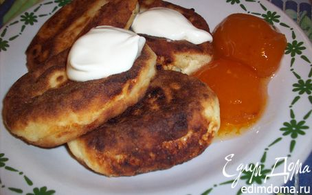 Рецепт Сырники классические с персиковым вареньем